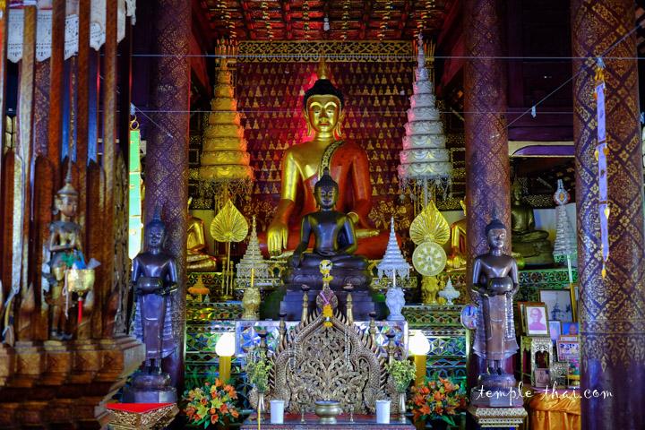 Les bouddhas du temple