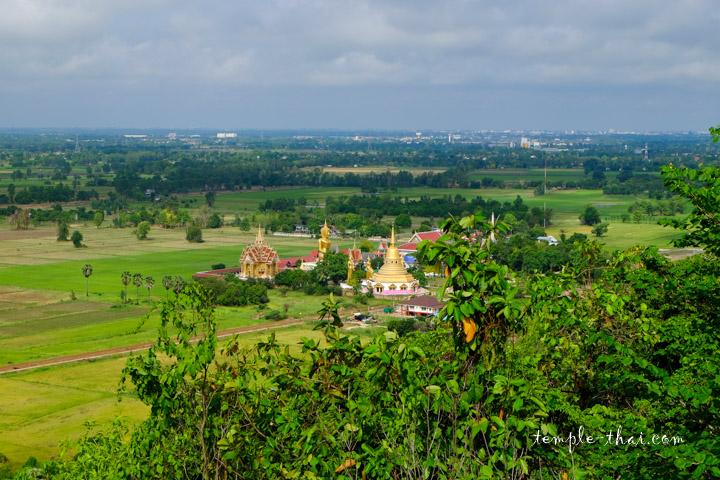 Le temple vue depuis la colline opposée