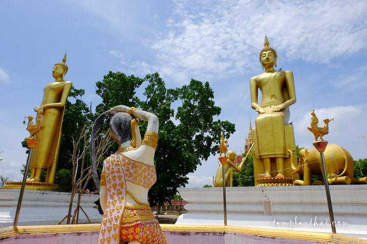 Deux des cinq imposants bouddhas