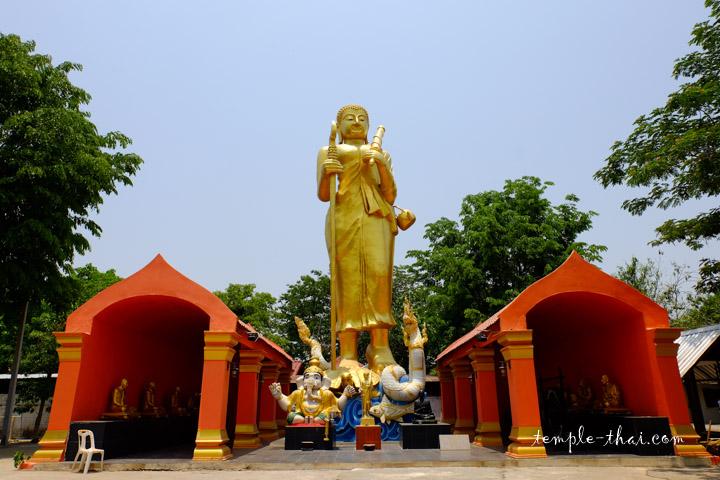 Sculpture d'un moine debout