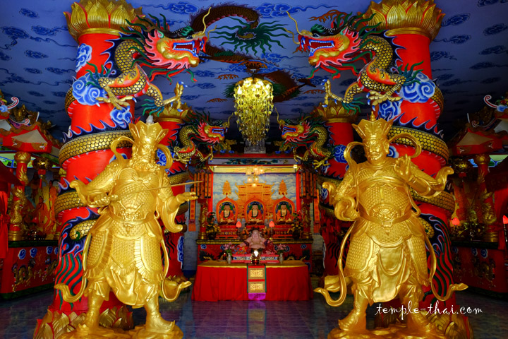 Le Viharn de style chinois sous la statue