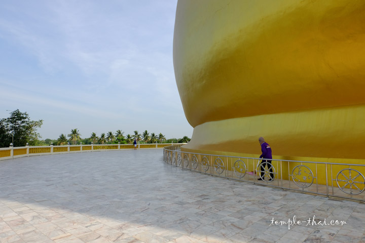 bouddha géant et son ombre