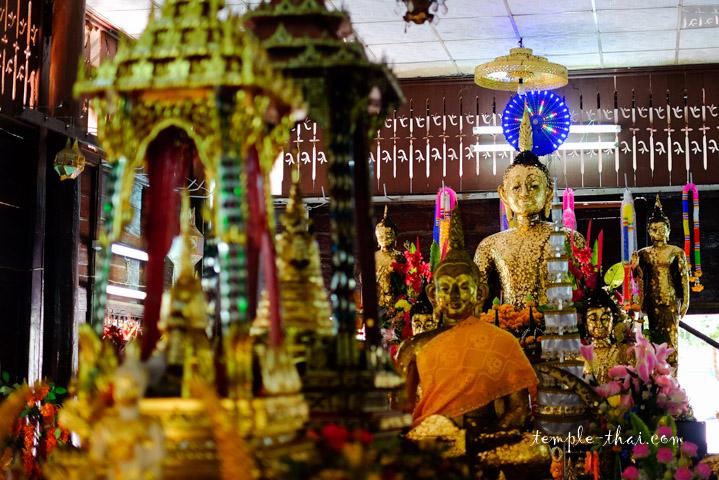 Au fond de la pièce, Luang Po Khao (หลวงพ่อขาว)