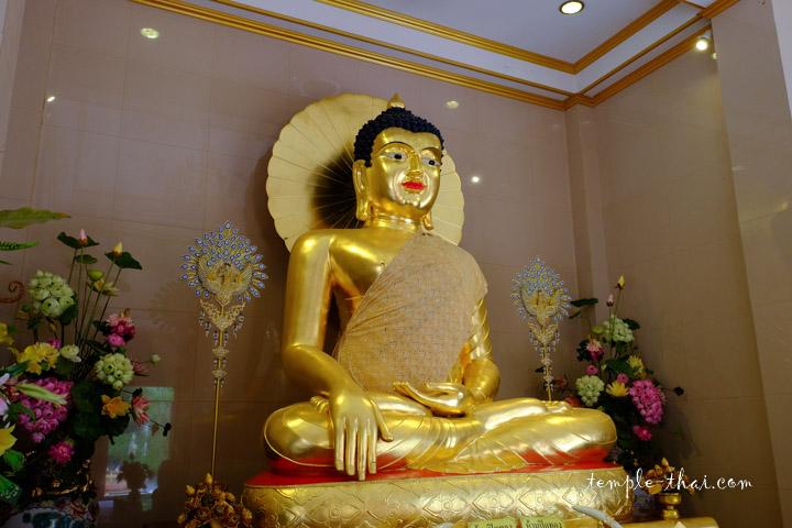 Réplique du bouddha du temple de la Mahabodhi, en Inde