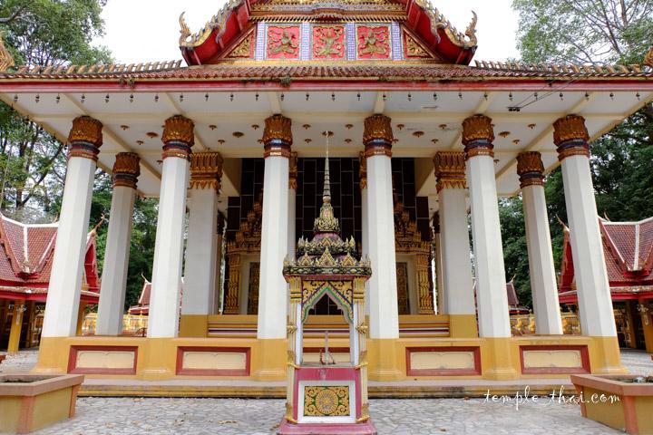 Ubosot et ses colonnes