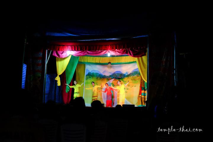Spectacle lors du festival Poï Sang Long, en avril 2017