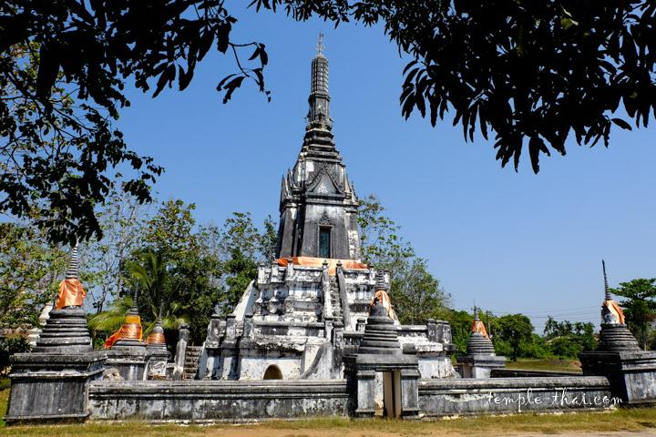 Le stupa, érigé en 1898