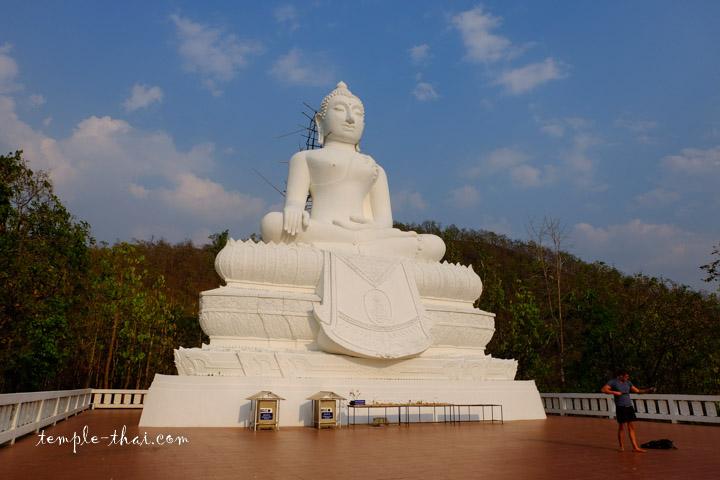 Le bouddha géant et sa vue dégage sur la vallée de Paï