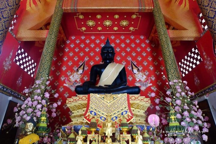 Le bouddha sacré Phra Phuttha Thewa Prachanat Bophit (พระพุทธเทวประชานาถบพิตร)