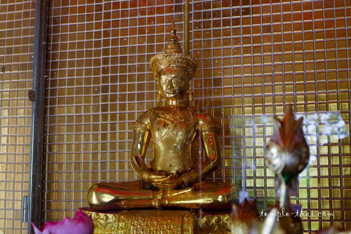 Le bouddha sacré nommé Phra Phuttha Maha Thammaracha (พระพุทธมหาธรรมราชา)
