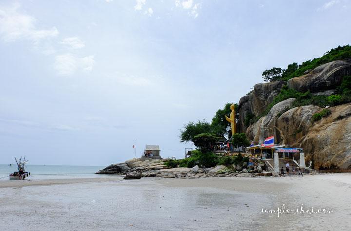 Le sud de la plage de Hua Hin rejoint directement le temple