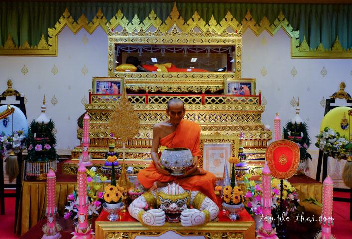 La dépouille de Luang Po Poon (หลวงพ่อพูล)