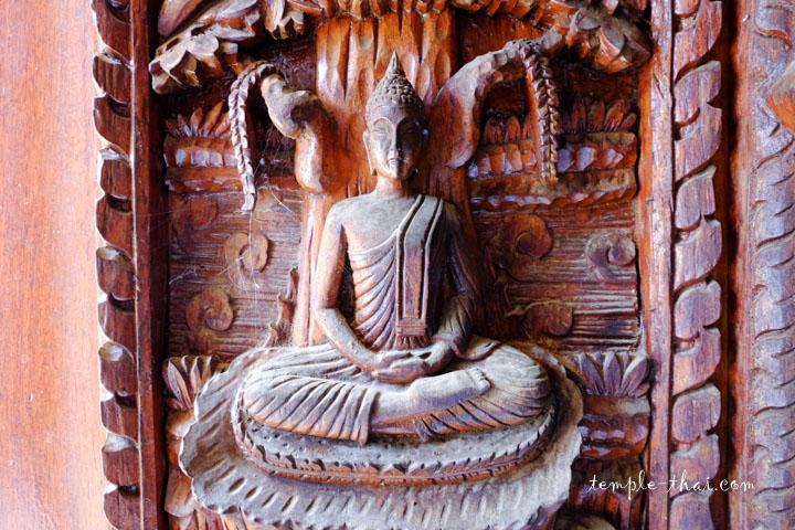 haut-relief sculpté en bois