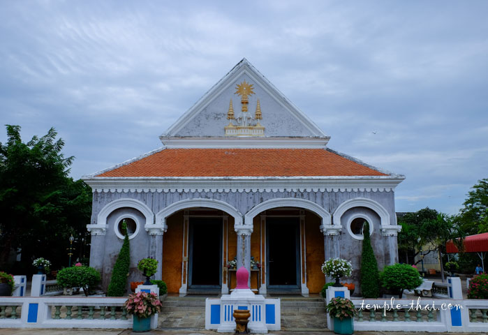 Salle d'ordination du Wat Si Suriyawong