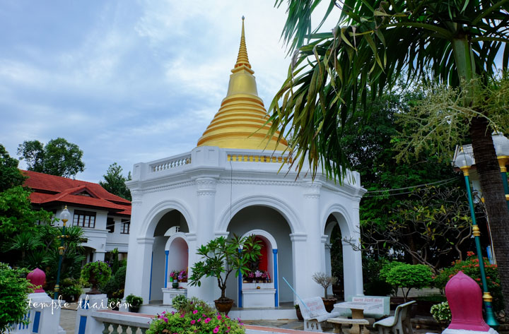 Stupa à l'arrière