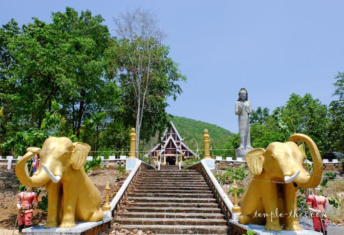 Escalier qui mène au Viharn