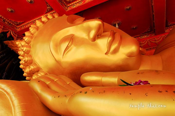 bouddha allongé doré