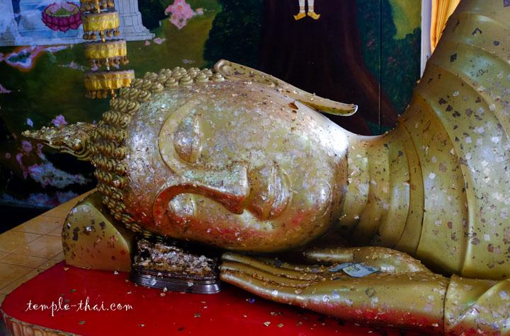 bouddha allongé dans le stupa