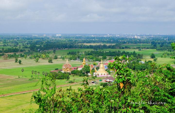 La ville de Phitsanulok dans le fond