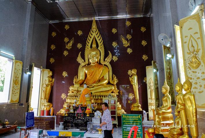 Réplique moderne du bouddha nommé Phra Phuttha Chinnarat