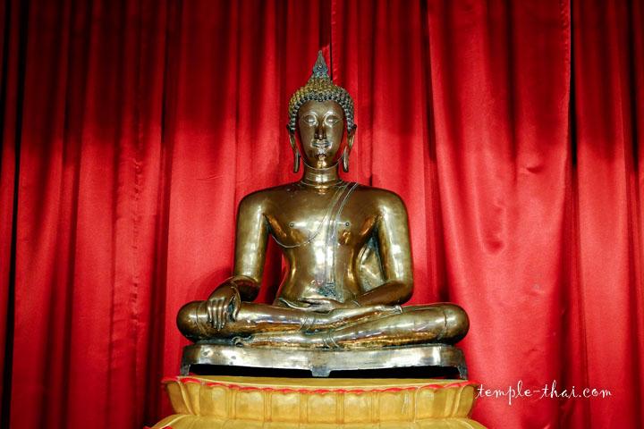 Phra Phuttha Rup Tong Kham (พระพุทธรูปทองคำ), un chef d'oeuvre datant de l'ère sukhothaï