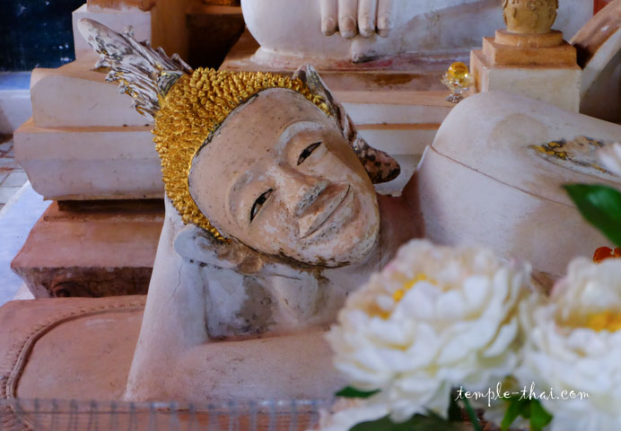 Visage du bouddha allongé