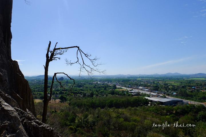 Le panorama sur la plaine depuis le sommet