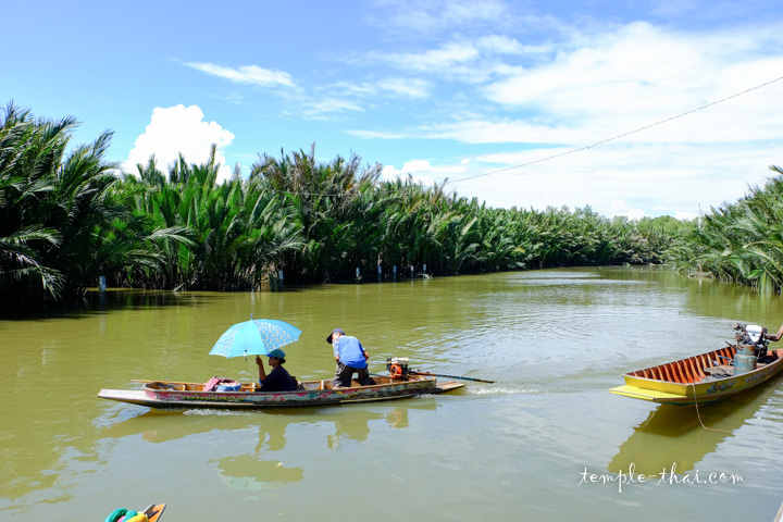 Départ des bateaux depuis l'embarcadère Tha Rua Pali