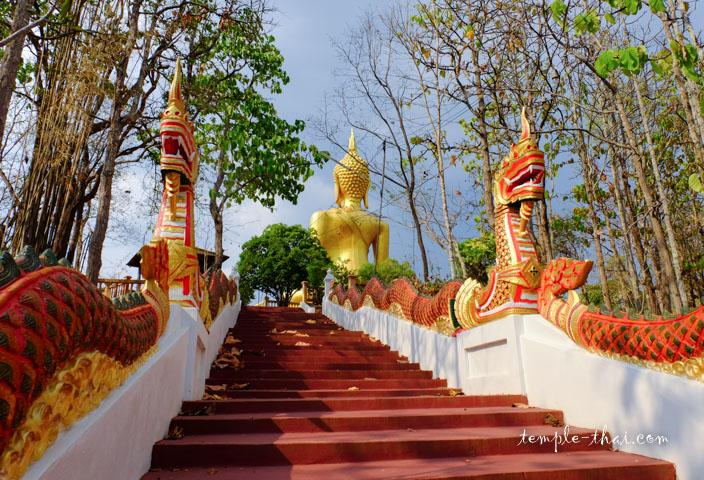 L'escalier vers le bouddha géant