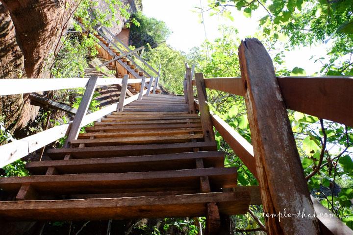 escalier pentu en bois