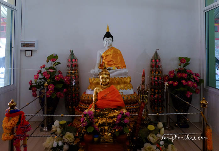 Luang Po Khao (หลวงพ่อขาว)
