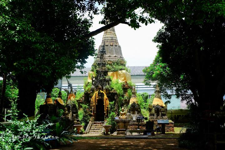 Le stupa excentré