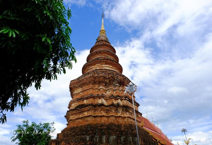 Le stupa du XVe siècle culmine à 31 mètres