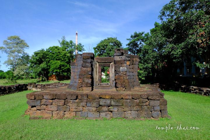 Le Prasat en latérite reconstitué