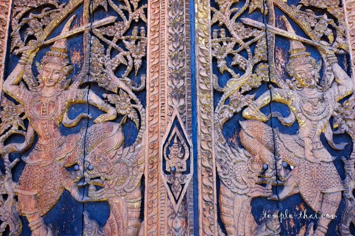 Bas-relief des portes