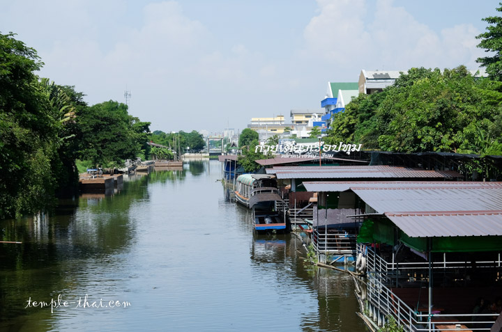 Kwam riam Floating market