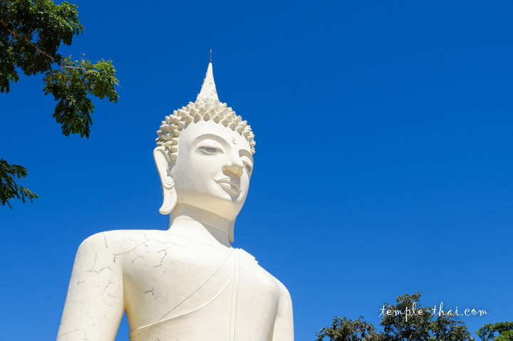 bouddha géant blanc